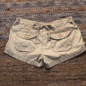 American Eagle 🦅 cargo short with back bow